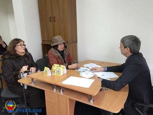 И.о. председателя Запорожской областной организации Партии пенсионеров Украины В.В.Фоменко ведет личный прием (1)