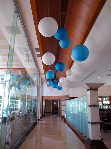 台南餐廳推薦_公司行號聚餐好選擇:台南商務會館_走廊右邊是歐帕酒吧