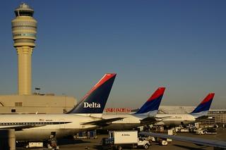ATL AIRPORT DELTA TAILS N1604R  N1501P  N16065
