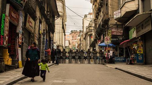 Barricada Policial en La Paz  |  Police Roadblock in La Paz.