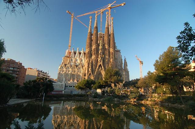 西班牙 巴塞隆納 聖家堂 La Sagrada Familia Barcelona Spainertificate Update in Vehicular Ad Hoc Network Environments
