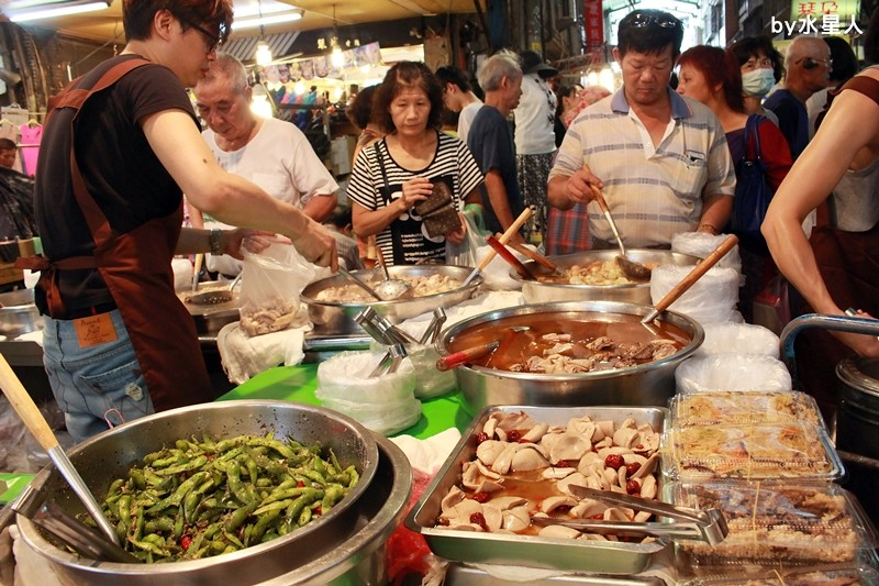 28234807546 b9d61133a2 b - 熱血採訪|台中西區【饎祕製古早味】向上市場熟食老攤,四神湯、什菜湯太讚啦!