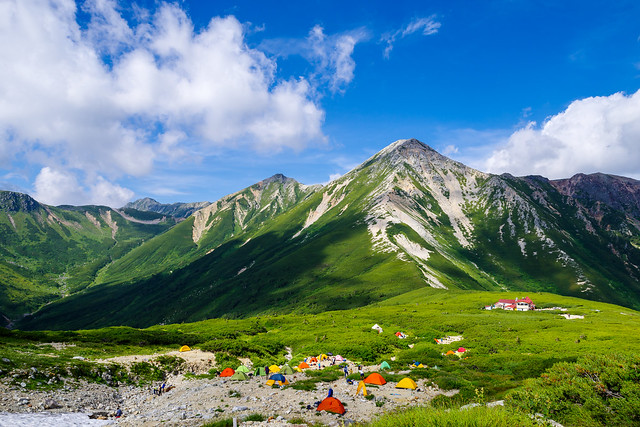 鷲羽岳と水晶岳を眺めながら三俣山荘へ