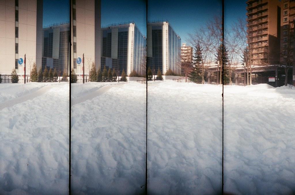 札幌 Sapporo, Japan / AGFA VISTAPlus / SuperSampler 在冷的地方也是會有陽光,只是給予的溫暖不是那麼的強烈而已。  我喜歡冷,不喜歡熱,但腳濕濕的讓我有點難受!  SuperSampler Dalek AGFA VISTAPlus ISO400 8266-0004 2016/01/31 Photo by Toomore