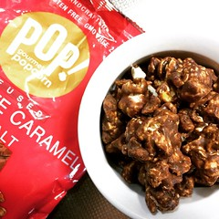 I'm glad this @popgourmet infused chocolate caramel with sea salt popcorn was a single serving, after tasting a couple, I wasn't about to share♡ #popcorn #caramel #chocolate #seasalt #popgourmetpopcorn #japan