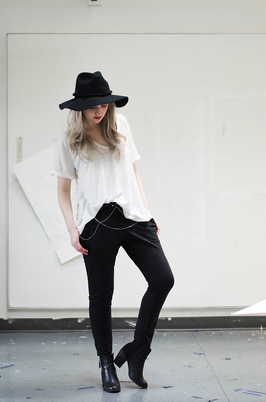 black and white outfit on  juliettelaura.blogspot.com