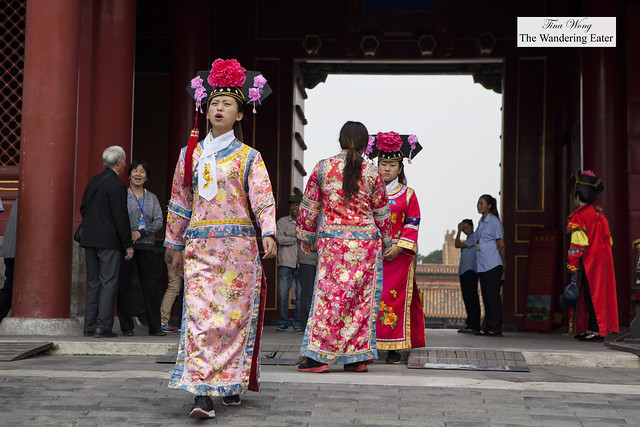 Women in traditional costumes during the Qing Dynasty