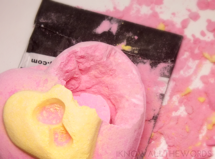 lush valentines day- love locket bath bomb (2)