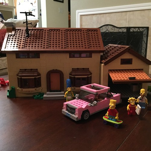 61:365 Our Simpsons house is finally done. #Lego #simpsons