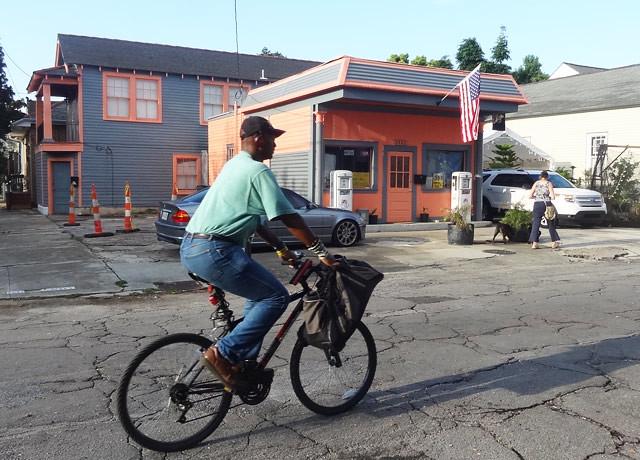 bicyclist-street
