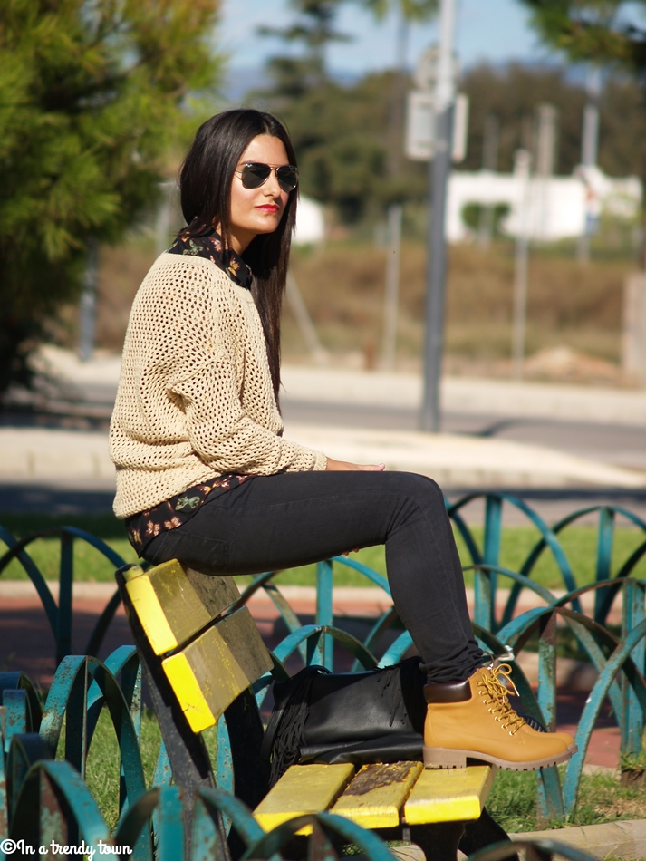 OUTFIT CAMEL BOOTS