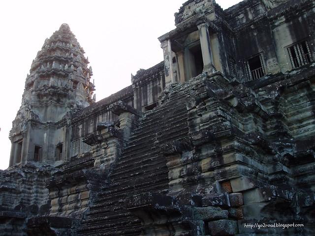 Ангкор. Ступени в храм.