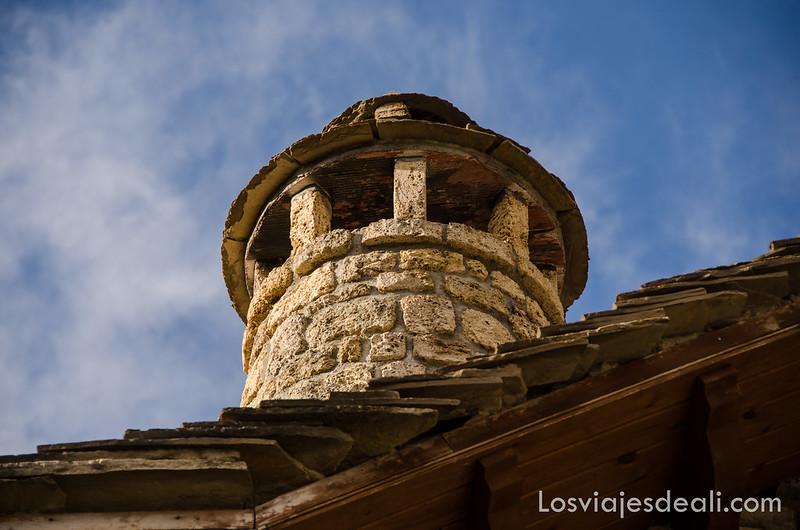 chimeneas del Pirineo en la Jacetania
