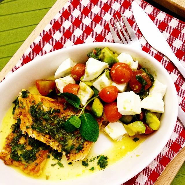 Salmon with Lemon-Mint Dressing | Caprese Salad with Avocado