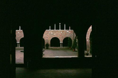 Basilica di Santo Stefano: chiostro interno