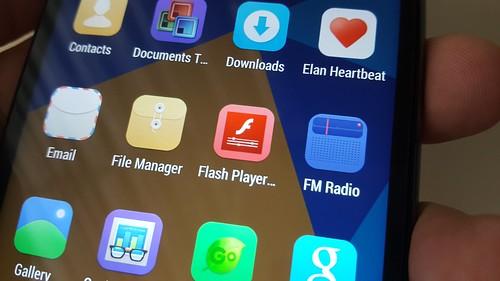 มี Flash Player เวลาใช้เบราวเซอร์ที่มากับตัวเครื่องจะเปิดเว็บที่ใช้ Flash ได้