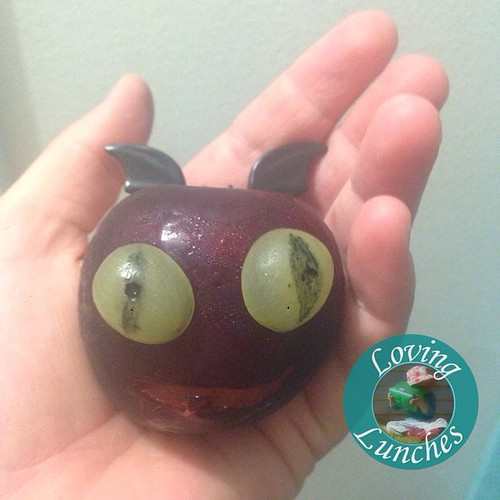 Loving that my #Toothless plum looks more like a #TerribleTerror… #HowToTrainYourDragon #httyd #funwithfood
