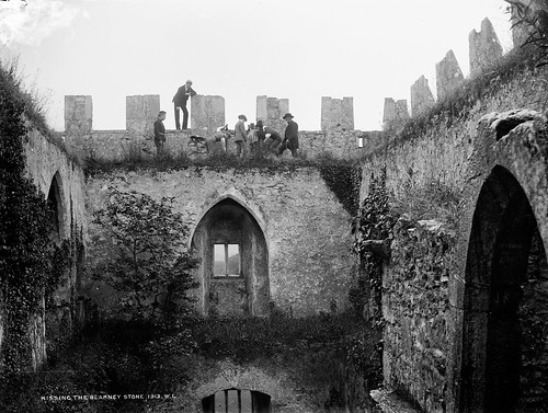 ireland cork blarney blarneycastle munster blarneystone glassnegative robertfrench williamlawrence nationallibraryofireland kissingtheblarneystone lawrencecollection lawrencephotographicstudio thelawrencephotographcollection