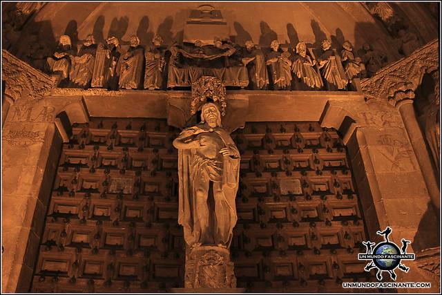 Detalle de la portada meridional de la Catedral de El Burgo de Osma (Soria)