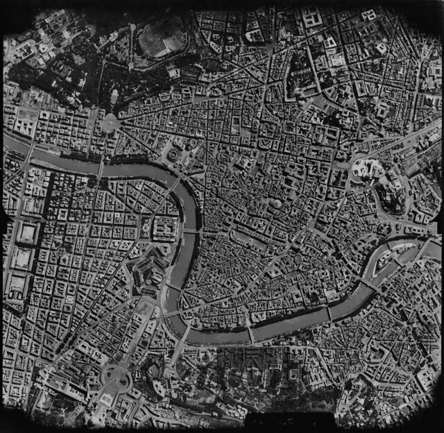Roma, World War II aerial view (Italy, 1944)