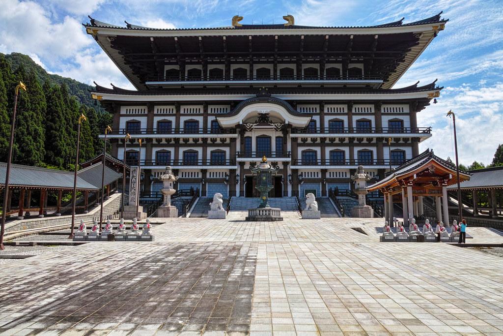 東大寺の大仏殿をマネて作られた