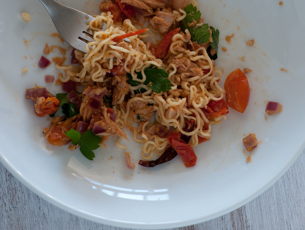 2 minute noodles with tuna & tomato-2