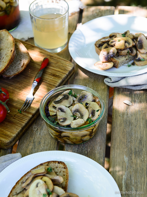 Quick Pickled Marinated Mushrooms
