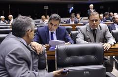 04 12 2014 Dep Paulo Abi-Ackel com Aécio Plenário votação PL Superávit