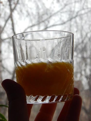 стакан с желтками