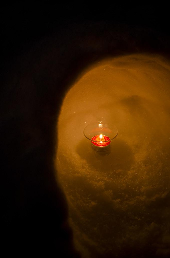 Beeswax candle light of kamakura 141222-1