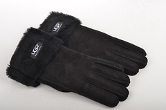 hand(0.0), formal gloves(0.0), bicycle glove(0.0), arm(0.0), finger(0.0), safety glove(1.0), textile(1.0), wool(1.0), leather(1.0), glove(1.0),