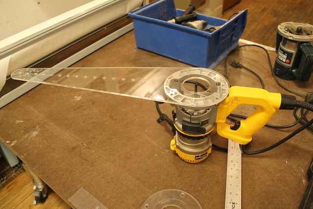 Router with circle jig