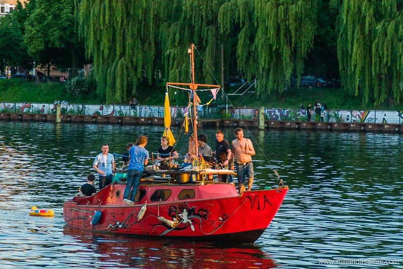 Una barbacoa marinera navegando por el Spree