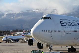 Narrow-body vs Wide-body. Airbus & Boeing.