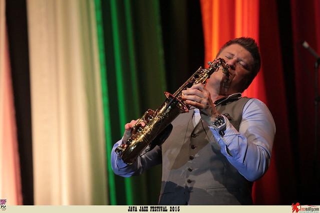 Java Jazz Festival 2015 Day 1 - Michael Lington (1)