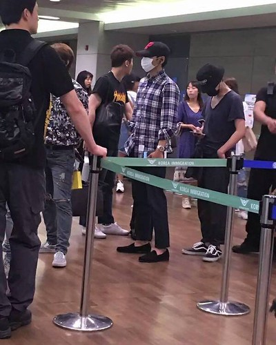 Big Bang - Incheon Airport - 05jun2016 - zbw5138 - 02