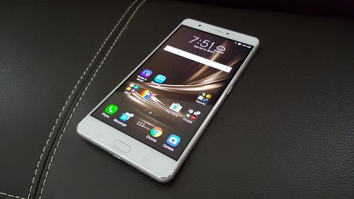Zenfone 3 Ultra ด้านหน้า