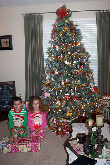 Christmas-Morning_Kids-by-entire-tree