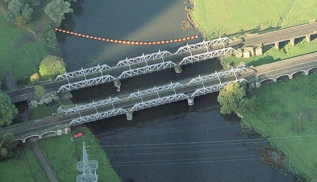 Midland Railway Bridge over River Trent at Thrumpton, Nottinghamshire, UK built by Andrew Handyside in 1894