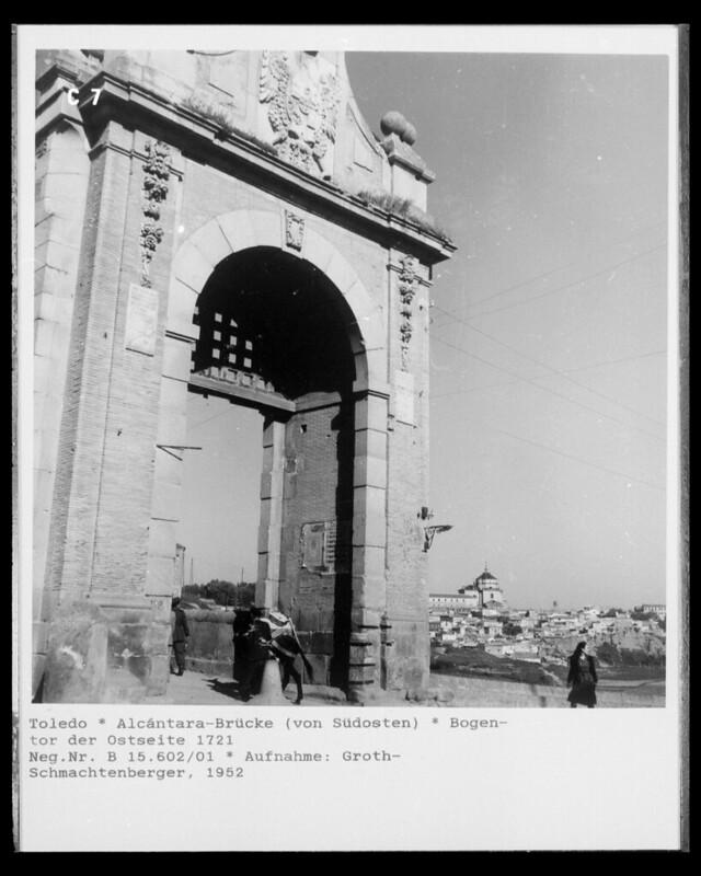 Puente de Alcántara en 1952. Fotografía de Erika Groth-Schmachtenberger