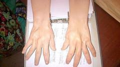 counterfeiter hand_gloves