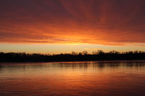 sky cloud water wisconsin sunrise river landscape dawn outdoor shore serene wisconsinriver petenwell petenwelldam