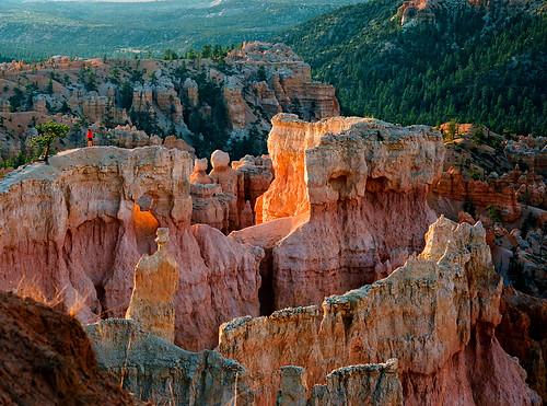 morning sunrise utah sandstone colorful hiker brycecanyon rockformations