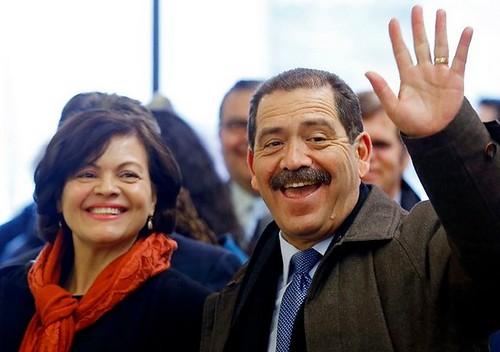 Chicago: un mexicano progresista asusta al alcalde que busca su reelección