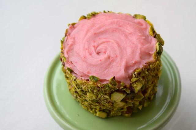 How To Make Fresh Strawberry Buttercream & Pistachio Mini Cakes | www.rachelphipps.com @rachelphipps
