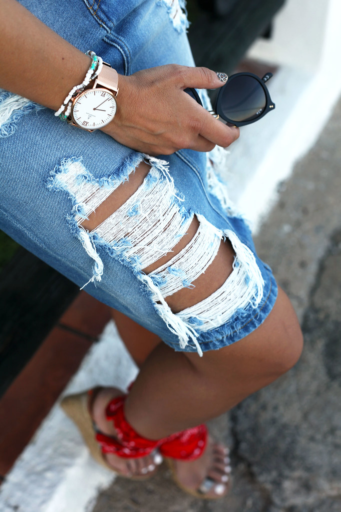 04_ripped_denim_skirt_bandana_shoes_aloha_august_theguestgirl