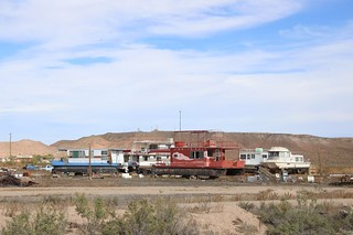 Houseboats that seem out of place in the Utah desert
