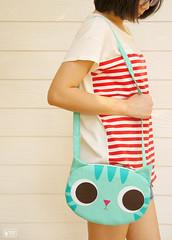 Minty cat cross body bag
