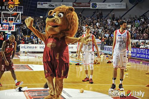 Reyer - Reggio: Teddy bear toss