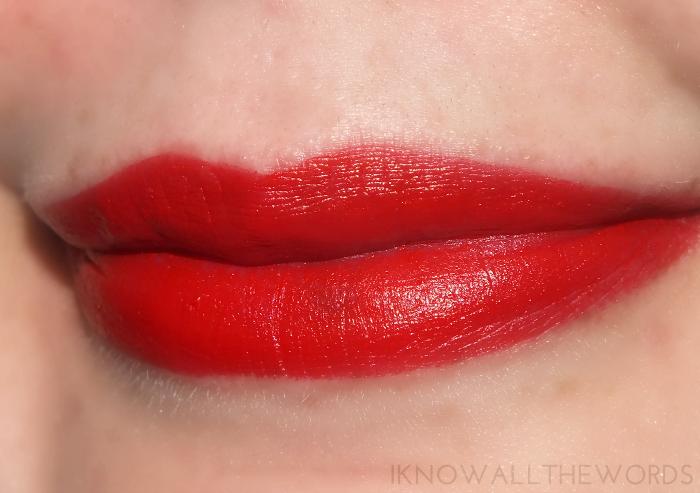 maybelline colour sensational creamy matte lipstick- siren scarlet